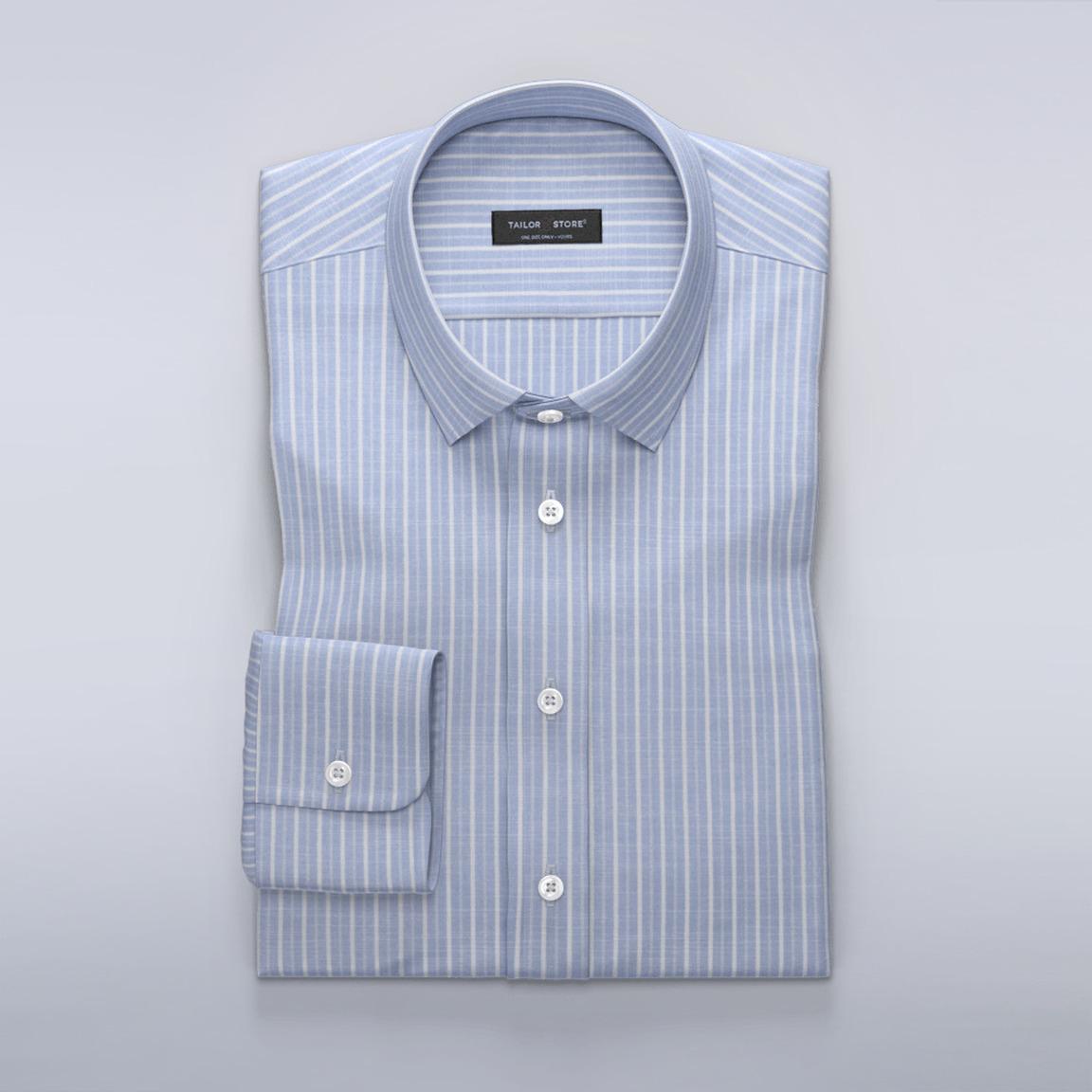 Luftig, ljusblå skjorta med vita ränder