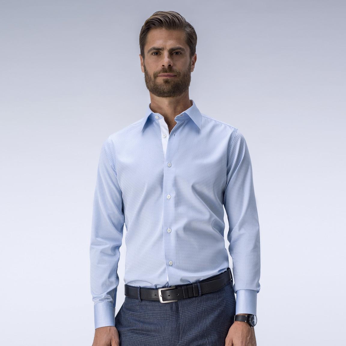 Mønstret lyseblå skjorte