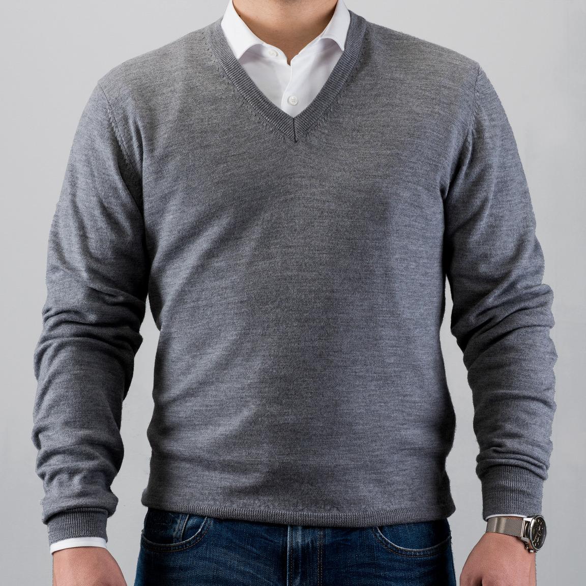 Grå V-ringad stickad tröja i merinoull