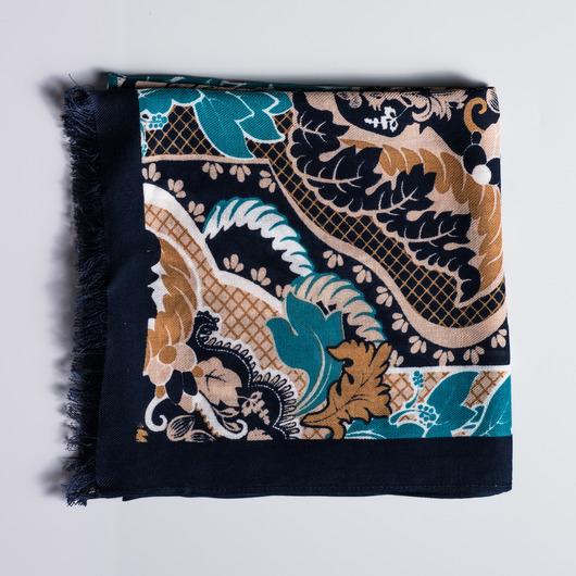 Viskose-Schal mit einem Paisley-Muster
