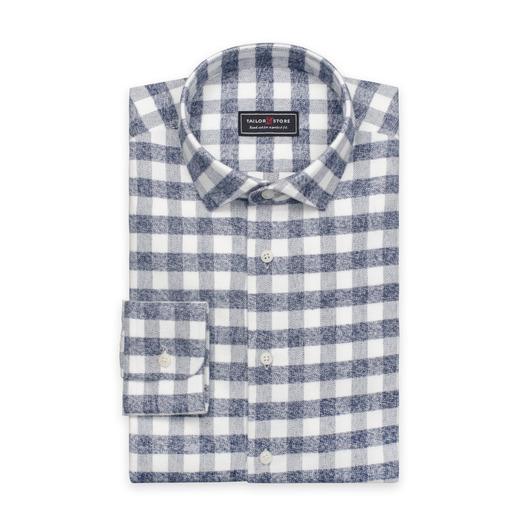 Chemise en flanelle en tissu épais en blanc avec des carreaux gris.